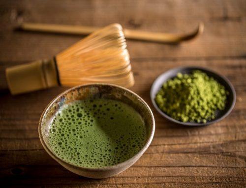 Ceaiul verde, remediu pentru tenul gras, puncte negre și acnee